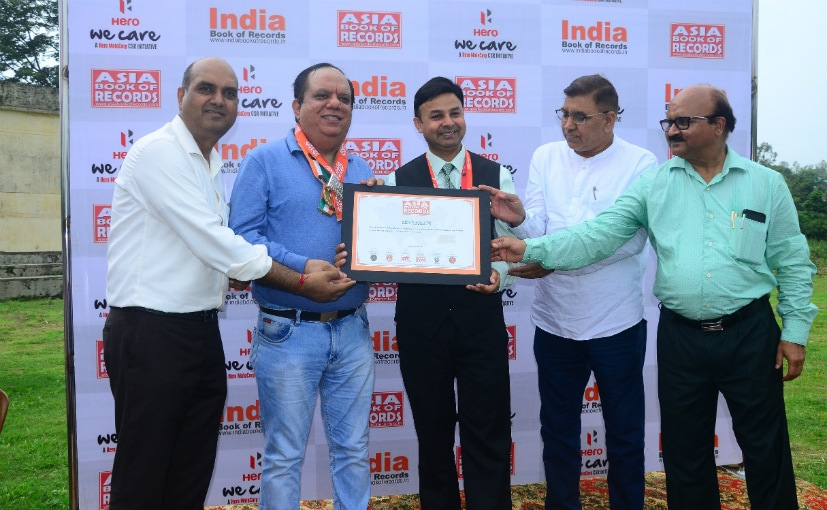 V Sethi, Head-CSR, Hero, receives certificate from Dr. Ahmed, adjudicator, Asia Book Of Records