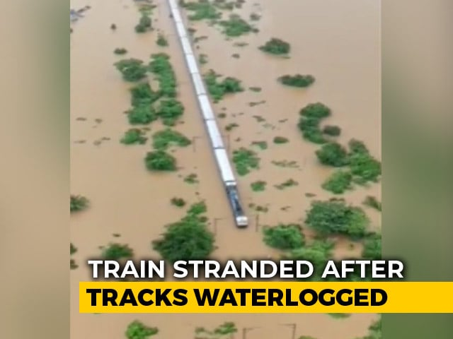 Video : Watch: Air Force Helicopter Flies Over Stranded Train Near Mumbai