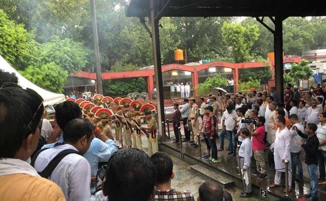 राजकीय सम्मान के साथ हुआ दिल्ली की पूर्व मुख्यमंत्री शीला दीक्षित का अंतिम संस्कार