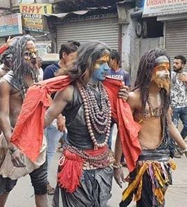 दिल्ली: दुर्गा जी के मंदिर में फिर से स्थापित हुईं मूर्तियां, मुस्लिमों ने खिलाया भंडारा, बरसाए फूल