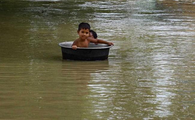 ফুঁসে উঠল নদী, প্লাবিত মালদা এবং দক্ষিণ দিনাজপুরের কিছু এলাকা