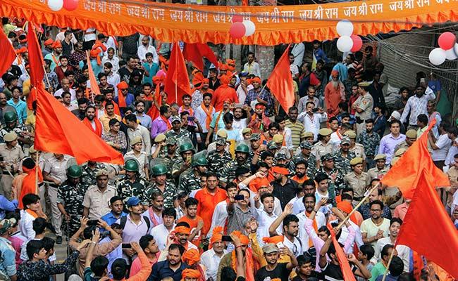 BJP Lawmaker Hans Raj Hans' iPhone X Stolen During Procession In Delhi