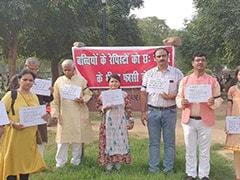 दिल्ली : बलात्कार के दोषियों को छह माह में फांसी देने की मांग, इंडिया गेट पर प्रदर्शन
