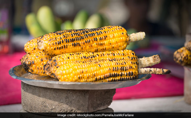 Cooking Tips: How To Remove Corn Kernels From The Cob In One Minute! (Watch Video)