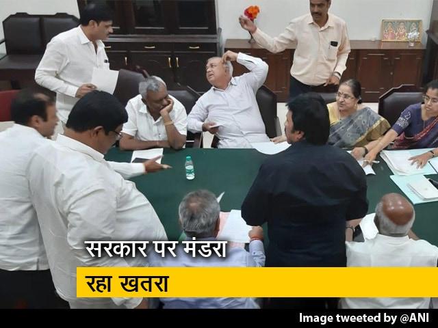 Videos : कर्नाटक सरकार पर गहराया संकट, 11 विधायकों ने दिया इस्तीफा