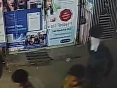 दिल्ली: गोविंदपुरी में गन प्वाइंट पर जवेलरी शॉप में बदमाशों ने की लूट, घटना CCTV में कैद