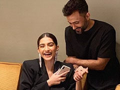 Sonam Kapoor Got Three Cakes And Lots Of Baked Goodies For Her Marriage Anniversary (See Pics Inside)