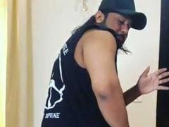 यो यो हनी सिंह जब राउंड किक से नहीं खोल पाए बोतल का ढक्कन तो गुस्से में कर बैठे ये काम- देखें वीडियो