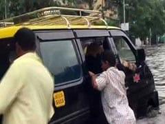 Mumbai Rains: 24 घंटे की बारिश ने तोड़ा एक दशक का रिकॉर्ड, घरों में रहने की हिदायत- 10 खास बातें