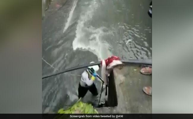 मुंबई : गटर में गिरकर लापता हुआ मासूम दिव्यांश 48 घंटे बाद भी नहीं मिला