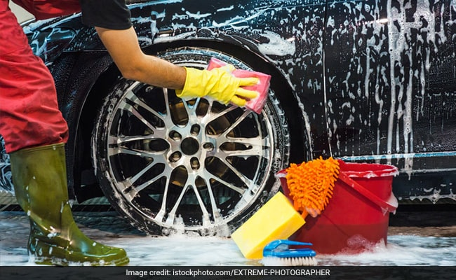 Coronavirus Lockdown: Teenagers In Gurugram Clean Cars To Help The Underprivileged