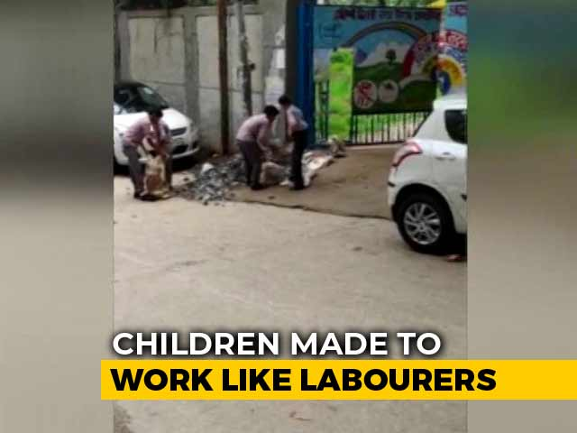 Video : Students Of Delhi Municipal School Seen On Video Working As Labourers