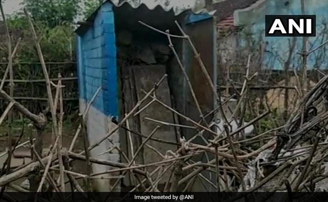 मध्य प्रदेश: स्वच्छ भारत के तहत बनाए गए टॉयलेट यूज करने लायक नहीं, लोग बोले- खुले में शौच को मजबूर