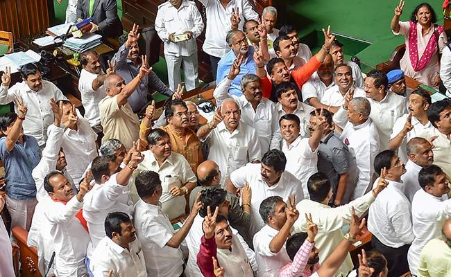विधायकों के इस्तीफों से लेकर सरकार गिरने तक 23 दिन ऐसे चला कर्नाटक का सियासी ड्रामा