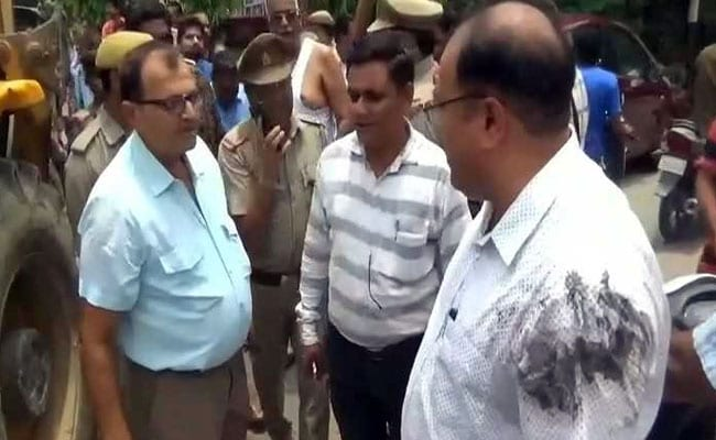 Man Throws Drain Water On Civic Body Official During Demolition Drive In UP