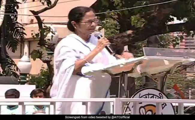 कोलकाता की रैली में बोलीं ममता बनर्जी- वे ईवीएम, सीआरपीएफ चुनाव आयोग के दम पर चुनाव जीते हैं