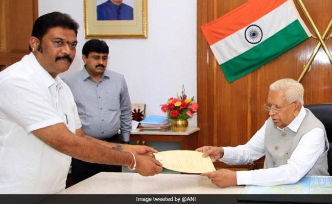 कर्नाटक में सियासी घमासान तेज, कांग्रेस के दो विधायकों ने दिया इस्तीफा, सिद्धारमैया ने बुलाई विधायक दल की बैठक