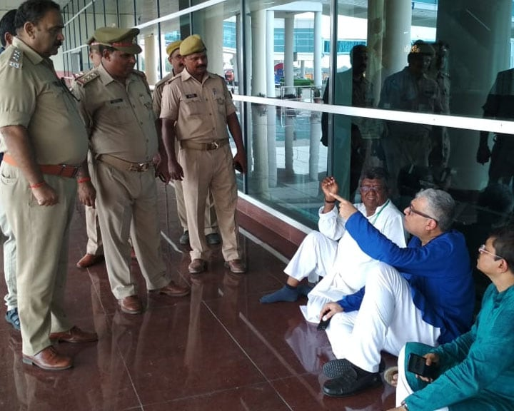 "Video : ""We Have Been Detained"": Derek O'Brien Posts Video From Varanasi Airport"