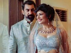 पूजा बत्रा नवाब शाह के साथ शादी के जोड़े में यूं आईं नजर, देखें Inside Pics