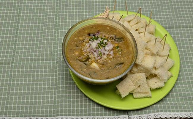 Binge on scrumptious Bengali Street Food at Kolkata JomJomat, Special Recepi of Mishal Pao