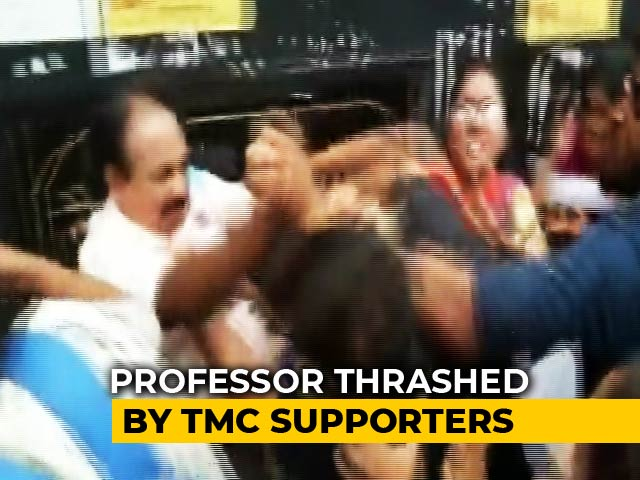"Video : Professor Backing Students Refusing To Chant ""<i>Mamata Zindabad</i>"" Thrashed"