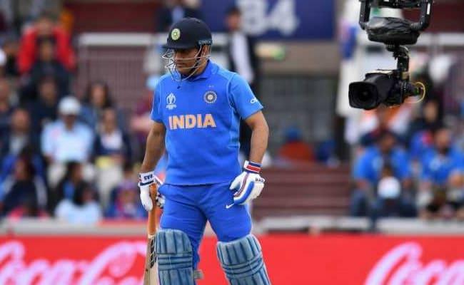 'Dhoni Instead Of Kartik?' Babul Supriyo's Live Match Analysis On Twitter