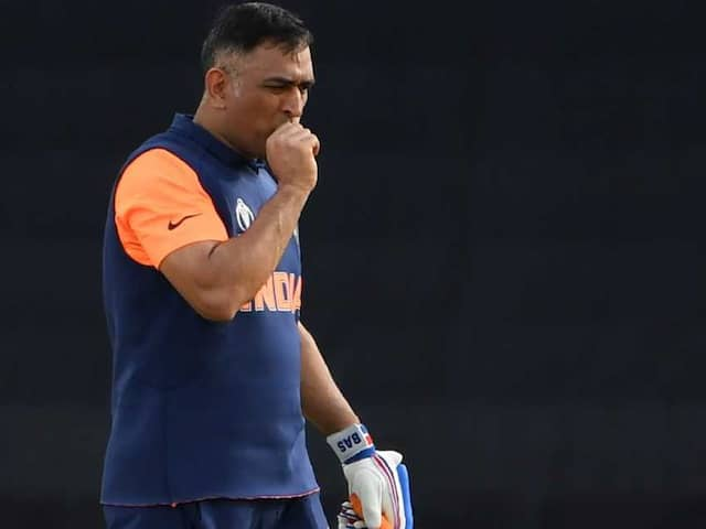 World Cup 2019: Now question are raised over Dhoni didnt take DRS, Rohit defended