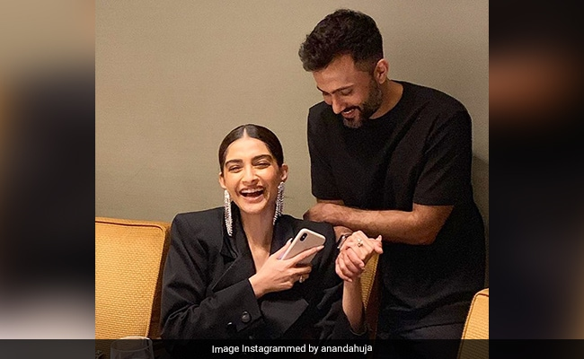 This Throwback Pic Of Sonam Kapoor And Anand Ahuja Will Make You Smile Instantly