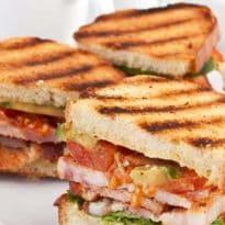 इस सिंगर ने किया ऐसा Tweet, अब जिंदगीभर फ्री में मिलेगा चिकन सैंडविच