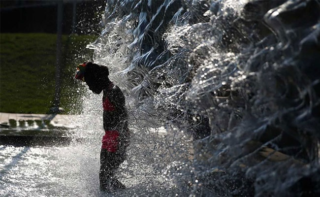 "Heat Wave Bakes Central, Eastern US; Residents Go To ""Cooling Centres"""