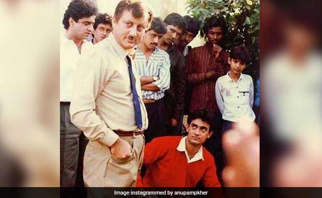 Aamir Khan's Expression In Anupam Kher's Throwback Pic From The Sets Of Dil Steals The Show