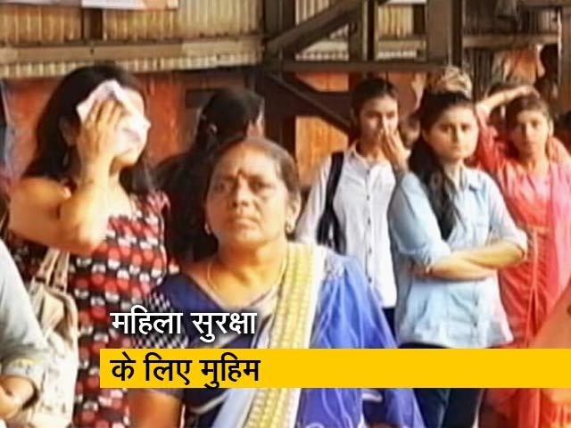 Videos : मुंबई लोकल में महिलाओं के साथ छेड़खानी रोकने लिए इस शख्स ने उठाया बीड़ा