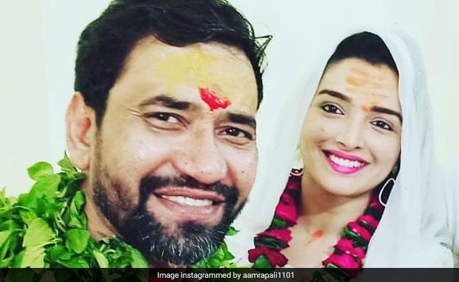 Bhojpuri Cinema: आम्रपाली दुबे ने निरहुआ संग पोस्ट की तस्वीर तो फैन्स ने पूछा- शादी कर ली क्या?
