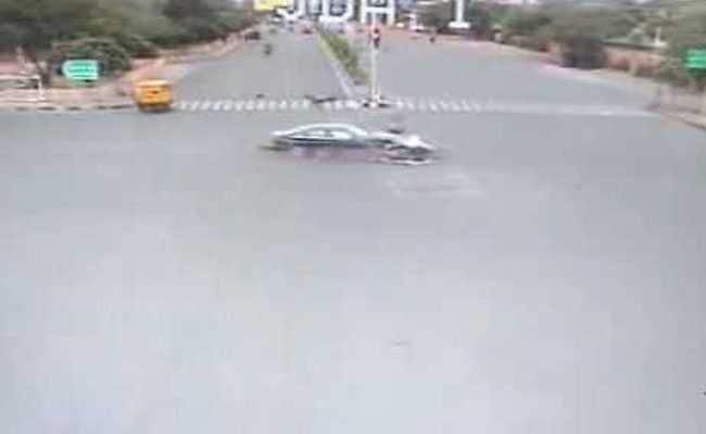 ऑडी कॉर की टक्कर से हवा में 30 फीट की ऊंचाई तक उड़ गया शख्स, देखें भयानक हादसे का VIDEO