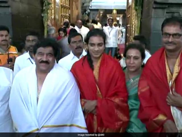 PV Sindhu Visits Tirupati Temple After World Championships Triumph