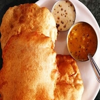 Indian Cooking Tips: इस बार त्योहार के मौके पर बनाए जाने वाले व्यंजनों में शामिल करें केले की पूरी, देखें वीडियो