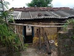 शहीद का परिवार रह रहा था झोपड़ी में, सरकार ने नहीं की मदद तो गांव वालों ने चंदा कर बना दिया 'महल' देखें VIDEO