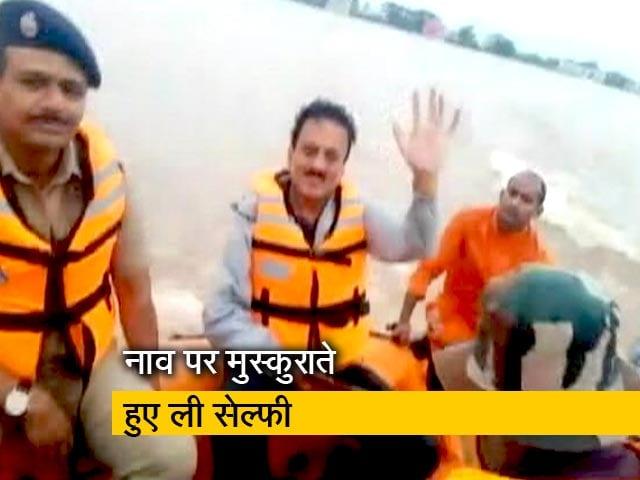 Videos : महाराष्ट्र: मंत्री गिरीश महाजन ने बाढ़ में ली सेल्फी, तो राज ठाकरे सहित इन नेताओं ने साधा निशाना