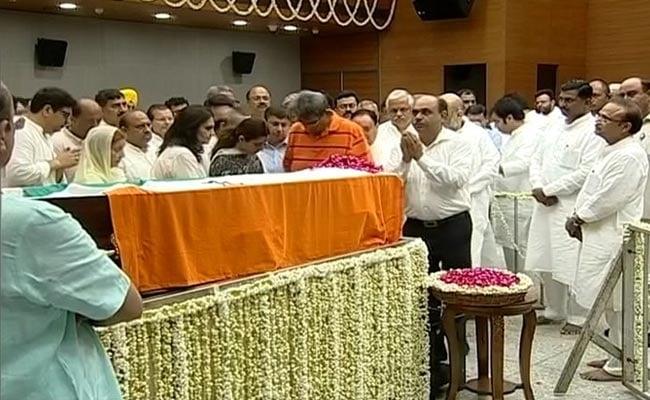 पूर्व वित्त मंत्री अरुण जेटली की निगम बोध घाट में होगी अंत्येष्टि, बीजेपी मुख्यालय में अंतिम दर्शनों के लिए रखा गया है पार्थिव शरीर