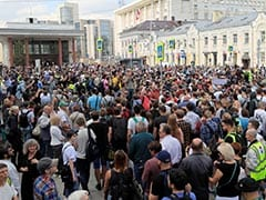Hundreds Of Russians Protest, Demand Free Elections