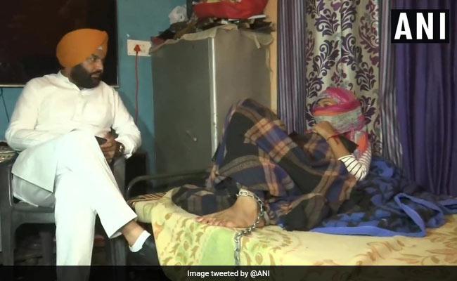 पंजाब: नशे की आदत छुड़ाने के लिए मां ने बेटी को जंजीर से बांधा, सरकार से भी लगाई मदद की गुहार