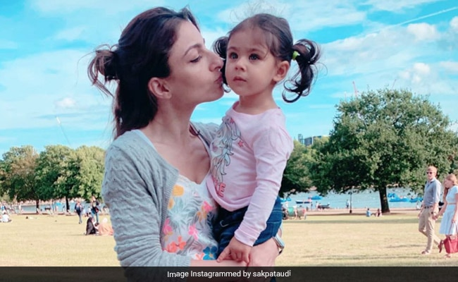 The Internet Loves This Pic Of Soha Ali Khan And Inaaya. Seen Yet?