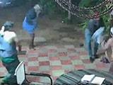Video : திருடர்களை துணிச்சலுடன் அடித்து துரத்திய முதியவர்கள்!