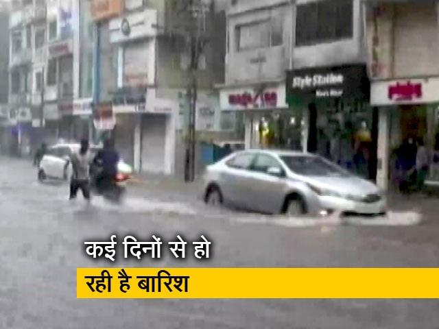 Video : गुजरात: भारी बारिश से पानी-पानी वडोदरा