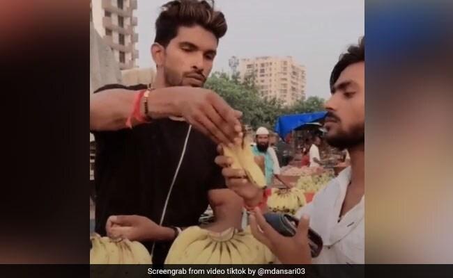 TikTok Top 10: शख्स ने फलवाले को ऐसे बेवकूफ बनाकर खरीदे केले, वायरल हुआ VIDEO