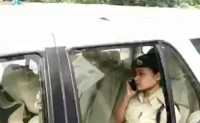 VIDEO: बाहुबली विधायक अनंत सिंह को लेने कोर्ट पहुंचीं पुलिस अधिकारी, गाड़ी पर लगा था MP का स्टिकर, उठे सवाल
