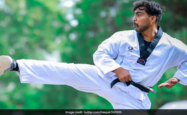 Man Sets Guinness Record For 1 Leg Full Contact Knee Strikes In 3 Minutes