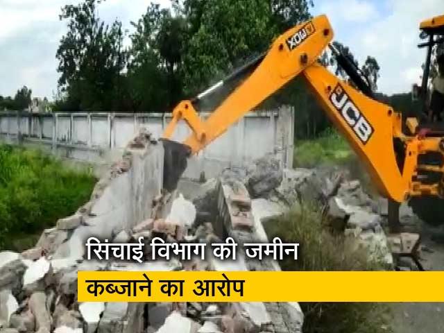 Videos : आजम खान के रिसॉर्ट पर चला बुलडोजर