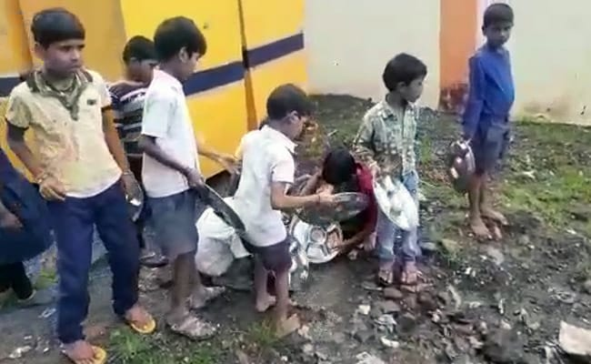 MP Students Seen Washing Utensils In Drain Water After Mid-Day Meal
