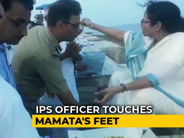 Video : On Camera, IPS Officer Touches Mamata Banerjee's Feet After She Feeds Cake